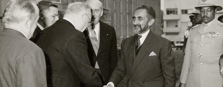 Halié Sélassié accueilli par Emile Bollaert (1964)