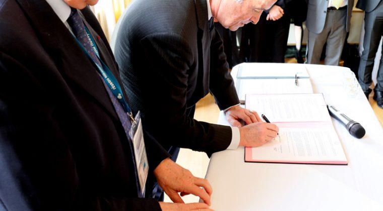 François Perret, président de la Mlf, et Jean-Paul de Gaudemar, président de l'AUF