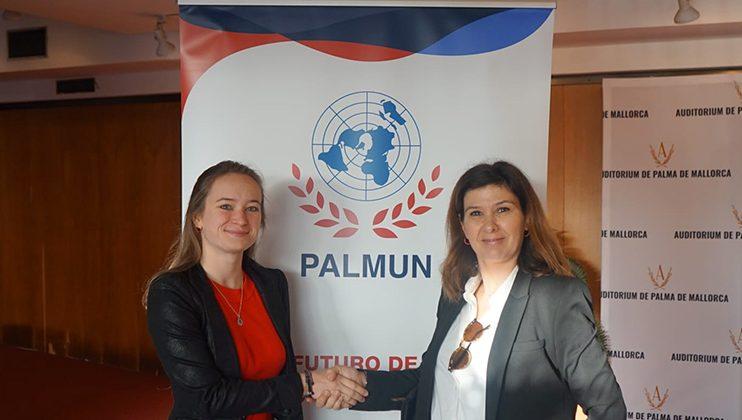 Indy Papenkort et Violeta Bibiloni, professeur d'Espagnol et animatrice de l'équipe de journalistes