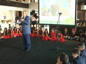 Monsieur Hamadé, président de la commission de l'Environnement, s'adresse aux élèves lors d'un événement organisé au BIEL de Beyrouth
