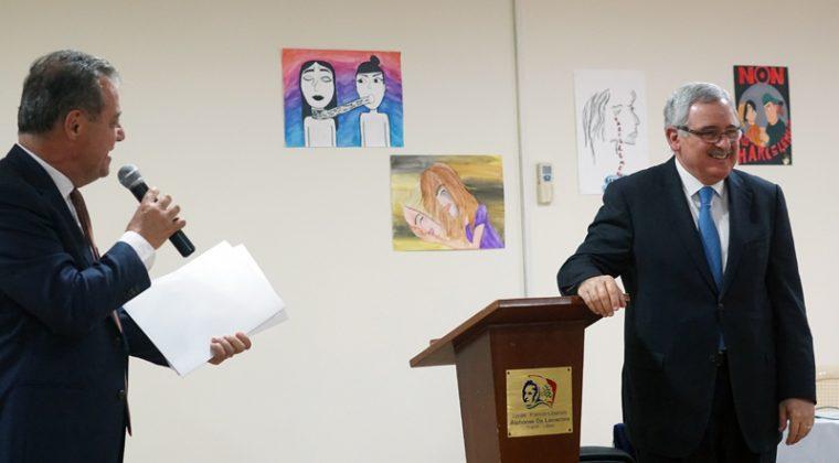 Le proviseur du lycée et Jean Oghassabian, ministre libanais des Droits de la femme