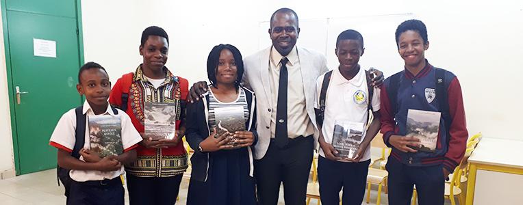 M. NTIE enseignant chercheur USTM et les lauréats du débat mars 2019